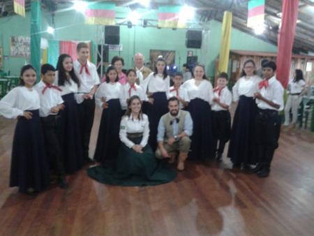 Oficina de danças tradicionalistas do CRAS se apresenta no CTG
