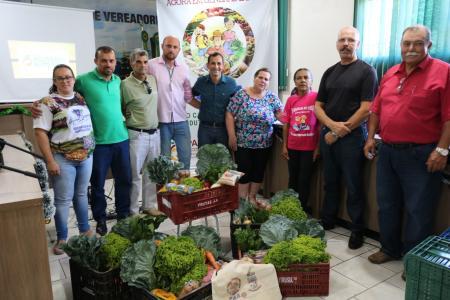 Prefeito Helton apresenta Programa de Aquisição de Alimentos para comunidade